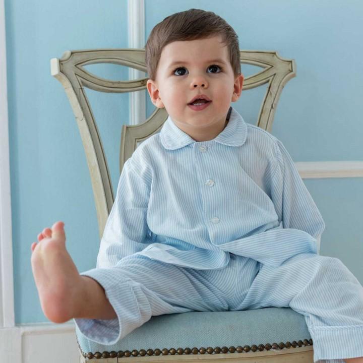 Pijama de rapaz com riscas azuis