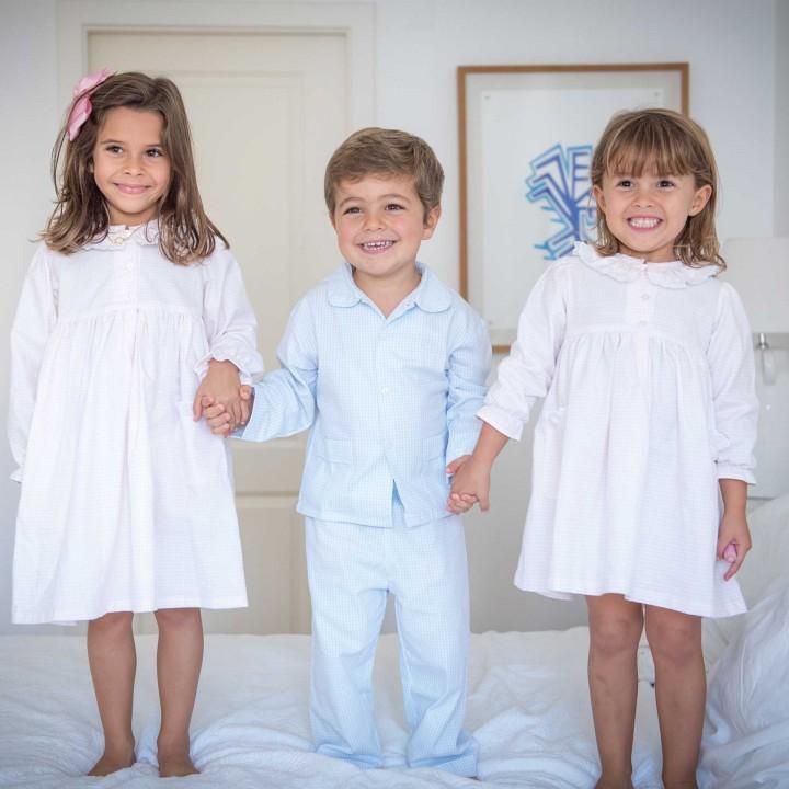 Pijama de rapaz com quadrados azuis