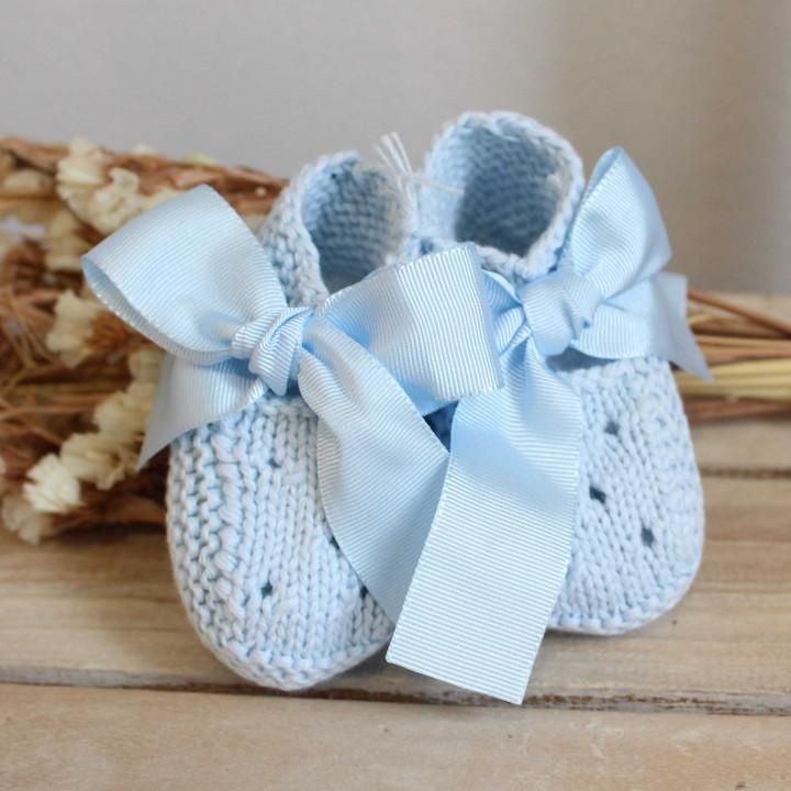 Botinhas em lã azul claro com laço
