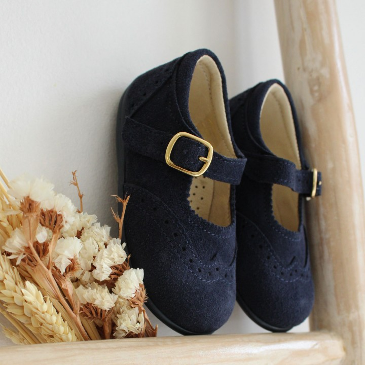 Sapatos em camurça com fivela