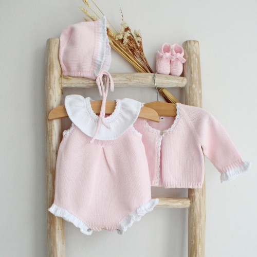 Knitted romper with frilly collar