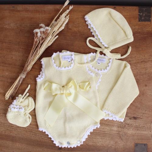 Fôfo em algodão amarelo com laço