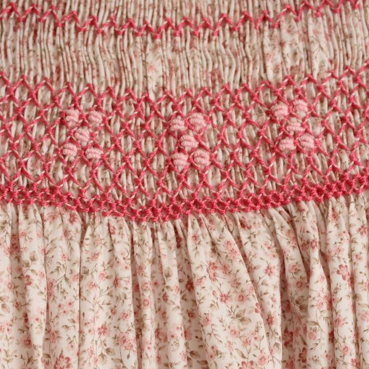 Vestido Flores Rosa Bordado com Favos