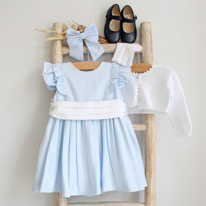 Vestido azul com folho e faixa