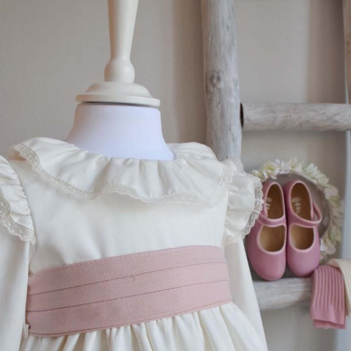 Dress with frilly shoulder details